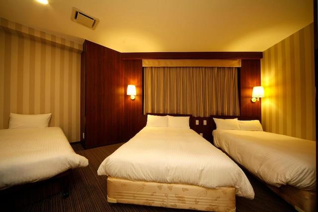 ホテルヒラリーズ 4.5名1室(ベット3台)