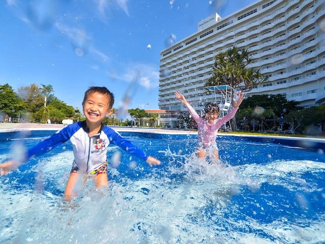 ロイヤルホテル 沖縄残波岬 プール