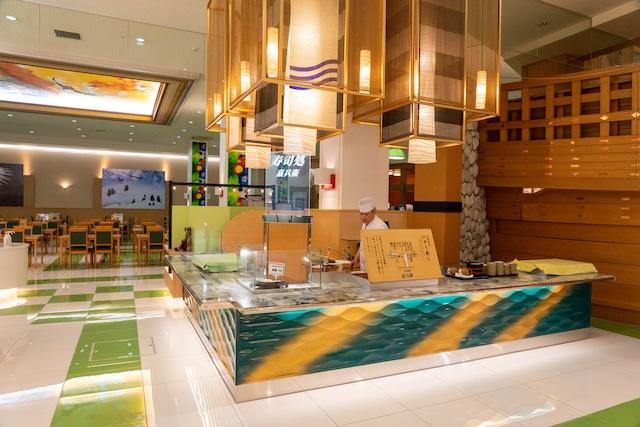 知床第一ホテル 【夕食マルスコイバイキング】注文を受けてから握るお寿司コーナー