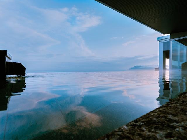 函館湯の川温泉 海と灯 古の無限海灯露天風呂